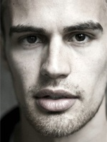 Theo James- Seriesaddict